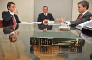 1 año de asesoría jurídica (particular o empresa)